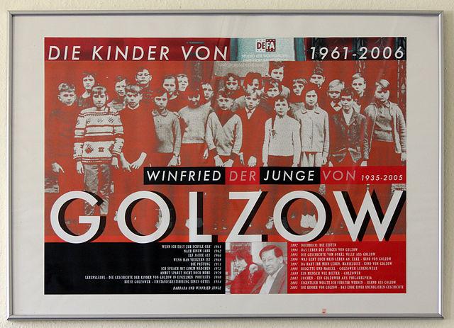 FOTO: 640px-Gedenktafel_Hauptstr._16_(Golzow)_Kinder_von_Golzow. commons wikimedia